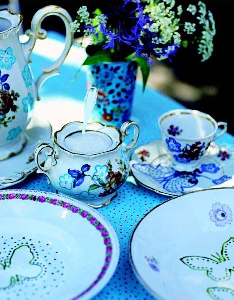 Forårsfrisk sommerfugle - porcelænsmaling  http://www.hendesverden.dk/handarbejde/hobby/Forarsfriske-sommerfugle/