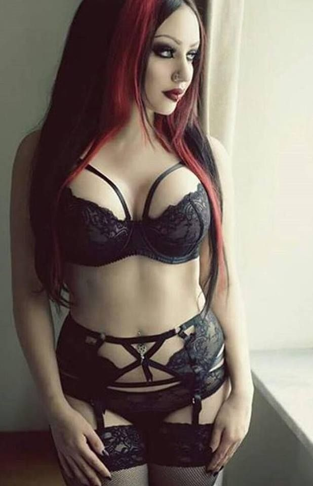 Gothic hot girls nackt