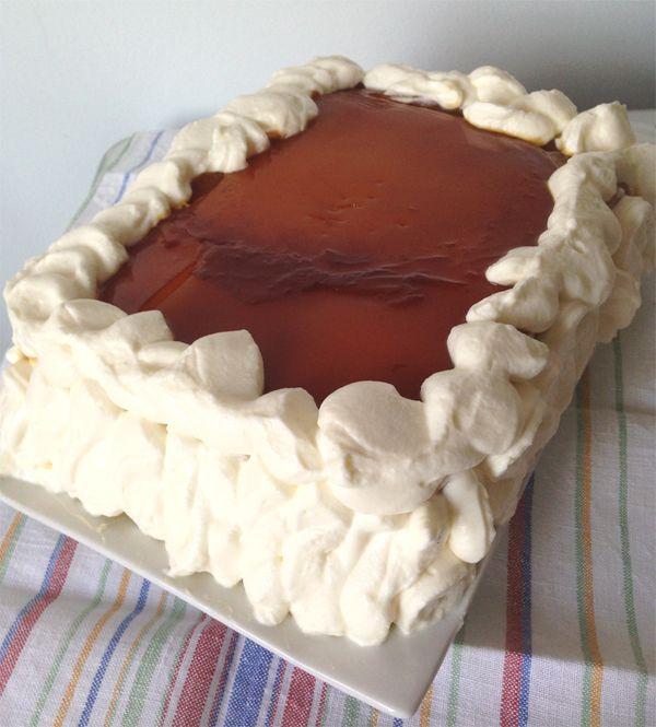 Con Delantal: Tarta de tocino de cielo, bizcocho y nata con nueces caramelizadas (la tarta de Navidad)