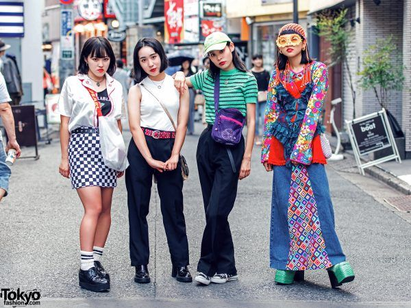 Moa (left, 18 years old), Hitomi (middle left, 16 years old), Gawa (middle right, 18 years old), & Asahi (right, 17 years old) - all 4 are students | 29 December 2017 | #couples #Fashion #Harajuku (原宿) #Shibuya (渋谷) #Tokyo (東京) #Japan (日本)