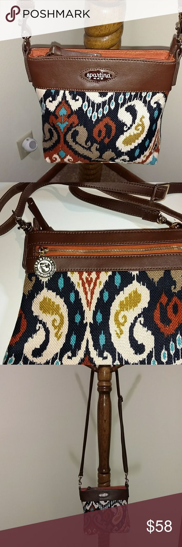 SPARTINA 449 CHRISTINA POCKET HIPSTER Beautiful Spartina's classic cross body/Shoulder bag.  Signature linen with genuine brown leather accents. Gold plated Spartina's plate & hardware.  Removable, adjustable shoulder strap. Exterior zip pocket. Two interior open pockets & one interior zip pocket. Top zip closure with Leather pull tab. Exterior zip pull has a decorative round gold plated & white pull tab that has a mermaid in the center & has the words SPARTINA DAUFUSKI ISLAND engraved…