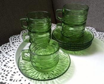 Vihreät lasiset kahvikupit
