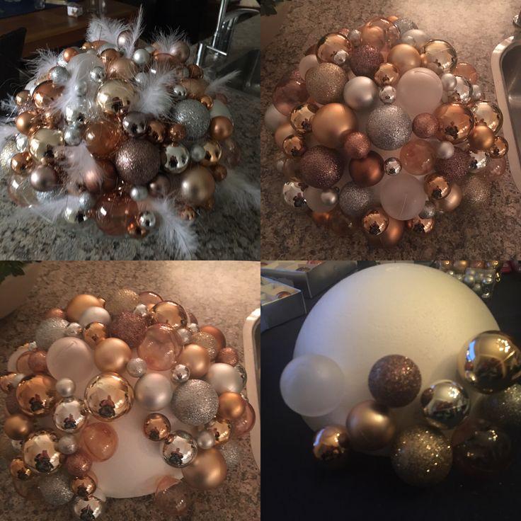 Bol met kerstballen