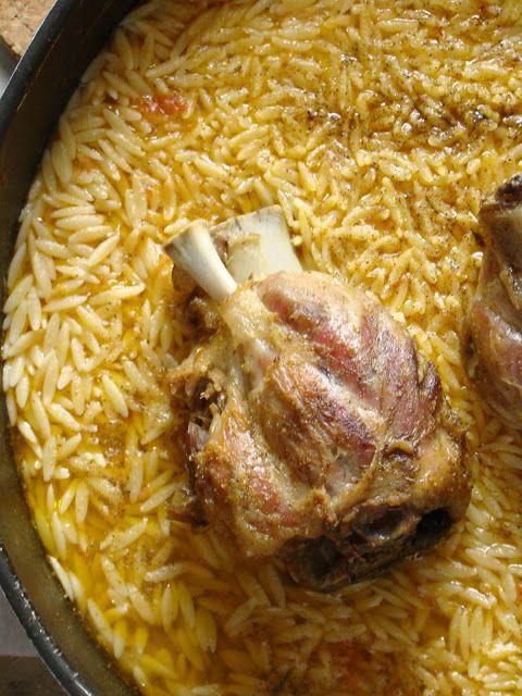 Stella's Κουζινομπερδέματα: Χοιρινό Κότσι στη Γάστρα με Κριθαράκι Γιουβέτσι