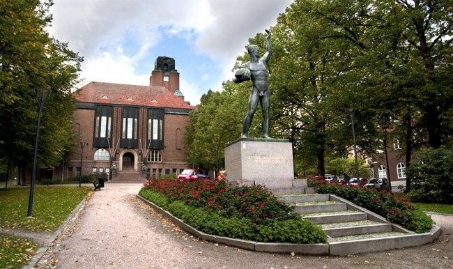 Lahden kaupungintalo on arkkitehti Eliel Saarisen suunnittelema rakennus, joka valmistui vuonna 1912. Se edustaa tyyliltään myöhäisjugendia. Talossa johdetaan ja kehitetään Lahden kaupungin toimintaa.