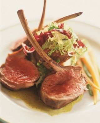 Côtelette d'agneau servi avec sauce Dijon