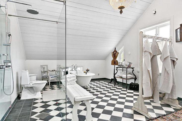 I Brastad i Bohuslän ligger ett arkitektritat hus i gammal stil som du bör titta närmare på.