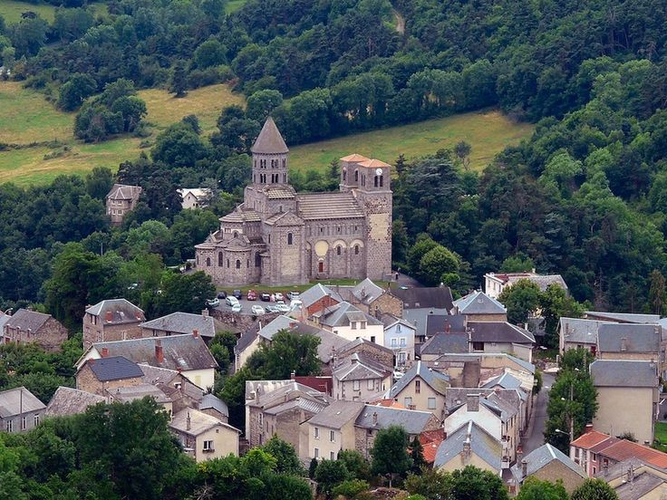 Le village de Saint-Nectaire.My favorite part in this region. majestic romanesque church with a beautiful madonna and child from the twelfth century.