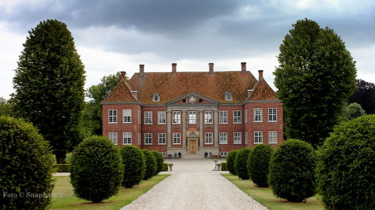 Nysø Manor, located near Præstø in the southeast of the Danish island of Sealand. Built in 1673 in the Baroque style.