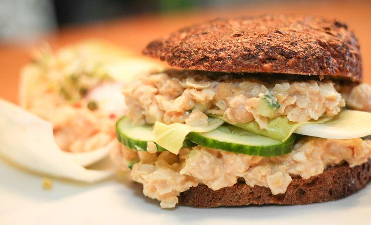 """Probiert doch auch mal unser leckeres, veganes """"Chicken-Style"""" Sandwich!"""