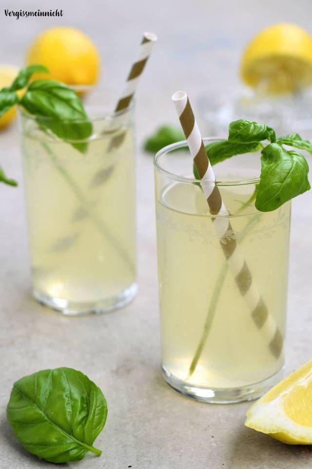 Leckere Basilikum Zitronen Limonade ohne Zucker passend für den Sommer. Ein sehr erfrischendes Getränk einfach selber machen. Das Rezept ist sehr einfach und lecker.