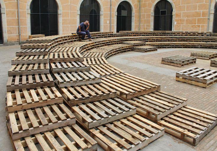 Tallerdarquitectura, 2013 /// 500 Palets en el patio de la Casa de Cultura de Girona
