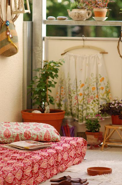 Tea pots as flower pots, brilliant! So going to do. Balcony by jasna.janekovic, via Flickr