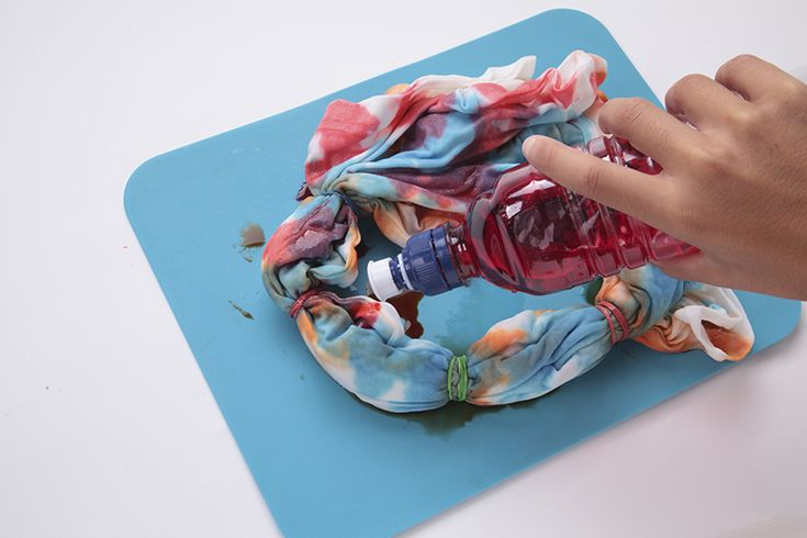 How to tie-dye with food coloring