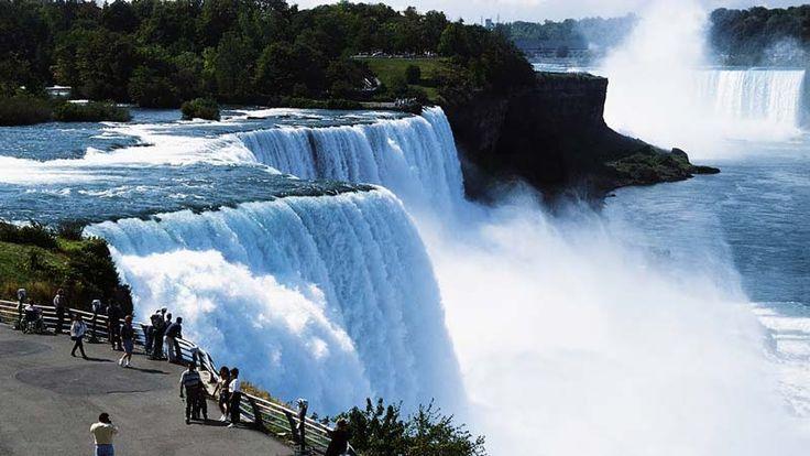 Scopriamo le Cascate del Niagara: dove si trovano, come si sono formate, i tour disponibili e come organizzarsi per visitare questa meraviglia naturale