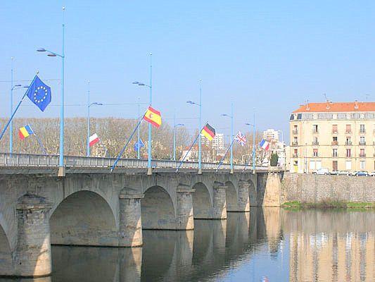 Le Pont sur la Loire in Roanne