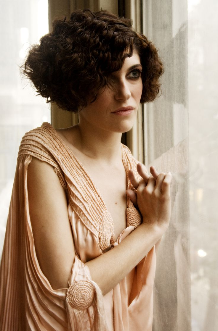 Lovely 1920s style, Marina Gatell as Magdalena in Little Ashes
