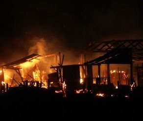 A shed burns on a Chidlow . Worrying #Fire still burning on day 3 of WA heatwave #perth