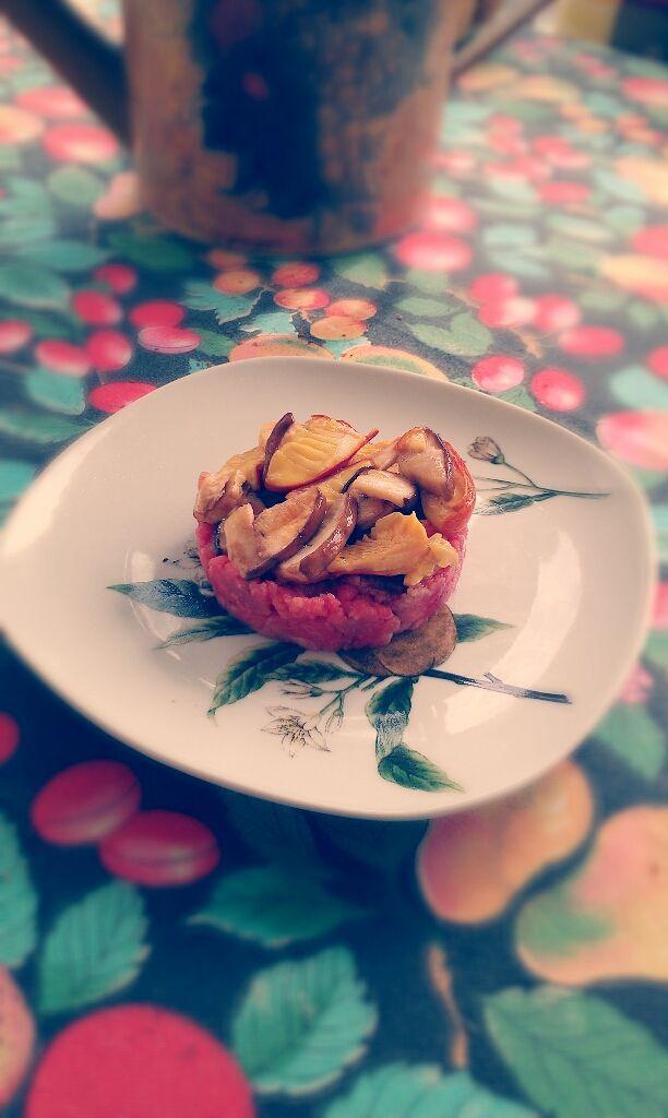 Carne Battuta al Coltello del Bosco - beaten meat knife to the forest -  http://atavolaconwilli.cucinare.meglio.it/carne-bosco/