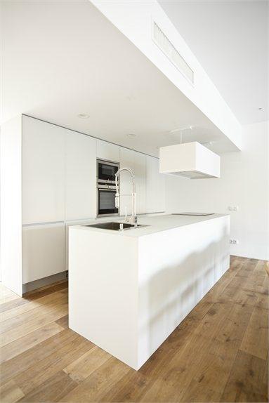 House 1 - Single House in Quesa - Quesa, Spain - 2012 - DOT PARTNERS #design #kitchen #white #minimal