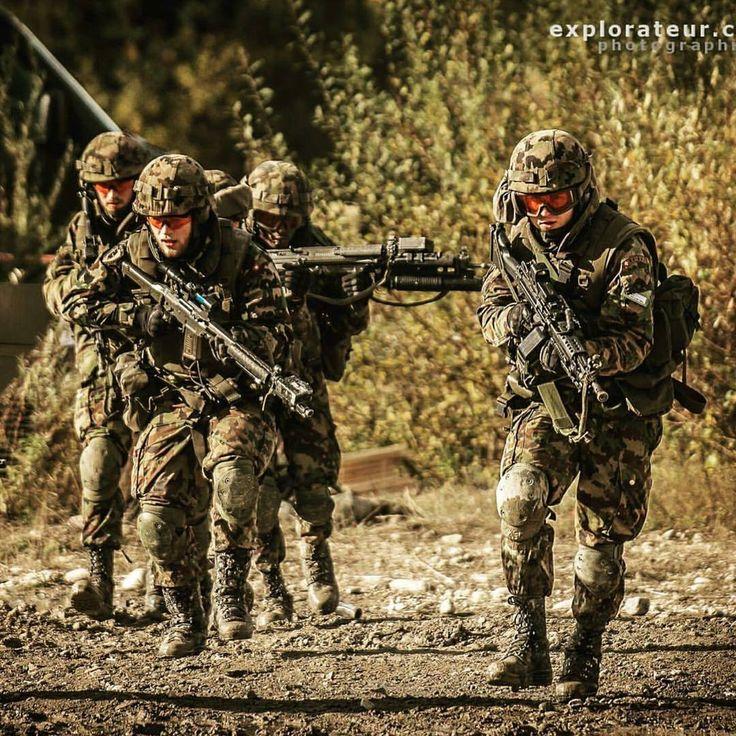 Pz. Grenadier Photo: @explorateur_ch #switzerland #schweizerarmee #army #mighty_switzerland #swiss #alps #semperfi #tank #artillery #infantry #medic #photooftheday #svizzra #suisse #millitaire #guns #camouflage #green #grenadier #millitary #militär #armeesuisse #schweiz