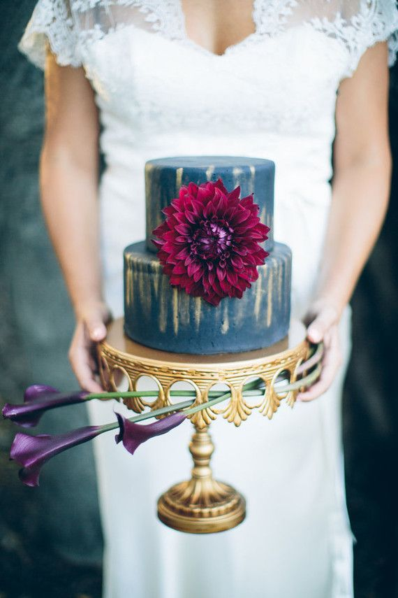 15 Dark Wedding Cakes for Fall and Winter   Weddings Illustrated
