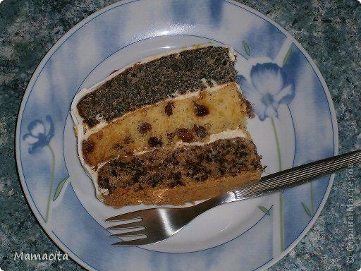 Доброго всем времени суток.  Сегодня я хочу предложить вам, а многим скорее напомнить, рецепт старого, доброго торта «Наташа». Этот торт я впервые самостоятельно приготовила еще лет в 12, и поверьте, он получился великолепным! Наверное с тех пор во мне крепнет желание готовить всякие вкусности самостоятельно, ведь похвала, тем более заслуженная, для девочки в таком возрасте много значила!!!  Этот торт -  беспроигрышный вариант, если вам нужно сытно и вкусно накормить гостей, а угощать вы…