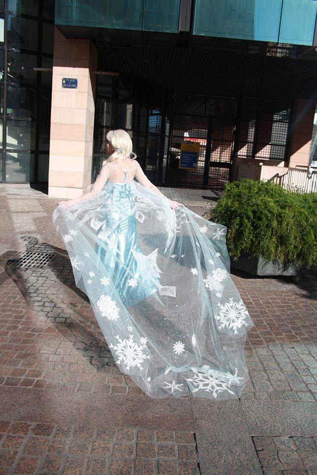 Cape d'Elsa/ Frozen/ La Reine des Neiges lors du Mang'Azur 2014.  Cosplay par Ladylili  https://www.facebook.com/CosplayLadylili