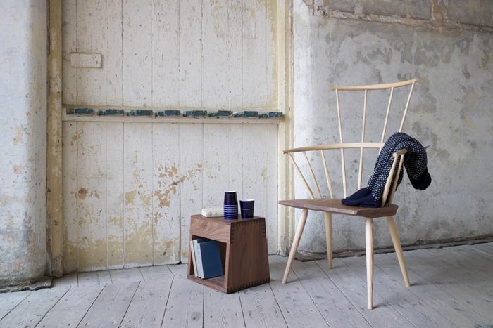Kimble Windsor Chair by Matthew Hilton.  #introdesign #chairdesign #woodenchairs #matthewhilton #delaespada #furniture