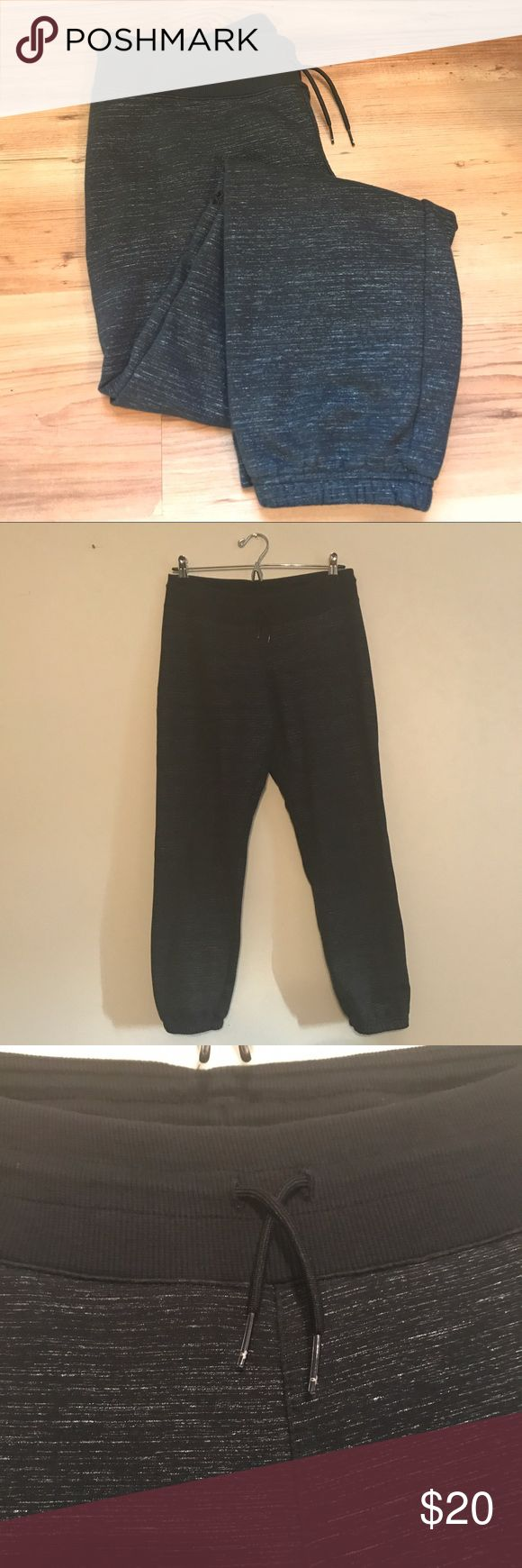 Under Armour Storm Jogger Sweatpants - Size Medium Great used condition! These are a lightweight sweatpants material- thin but still warm! The interior tag fell off while washing, but it is a women's size medium. There is some variation of the pattern at the knees of the pants, please see the last photo. Under Armour Pants Track Pants & Joggers