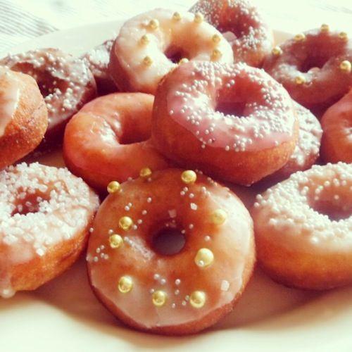 Een geweldige variant op de oliebol: glitterende mini donuts!