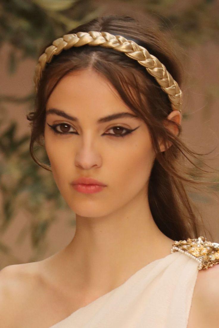 Capelli da dea greca come alla Chanel Cruise -cosmopolitan.it