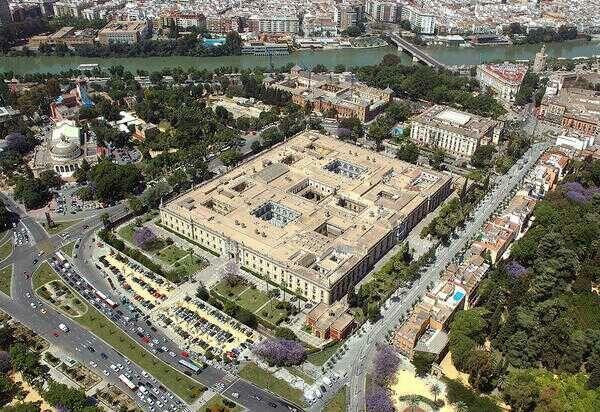 Antigua Fabrica de Tabaco y sede de la Universidad de Sevilla  www.dises2000.es