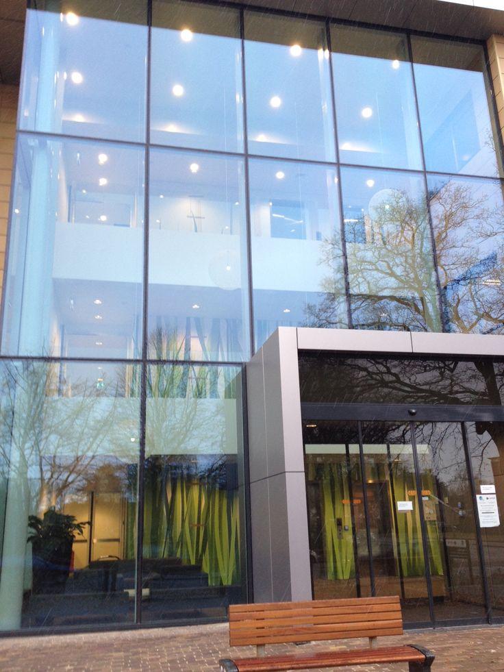 Een mooi project gerealiseerd met Alouette Digi-Touch. Een eigen ontwerp direct geprint op de panelen. De wand met gras print werd in dit ziekenhuis geplaatst. De grassprieten reiken tot wel 3 verdiepingen hoog.