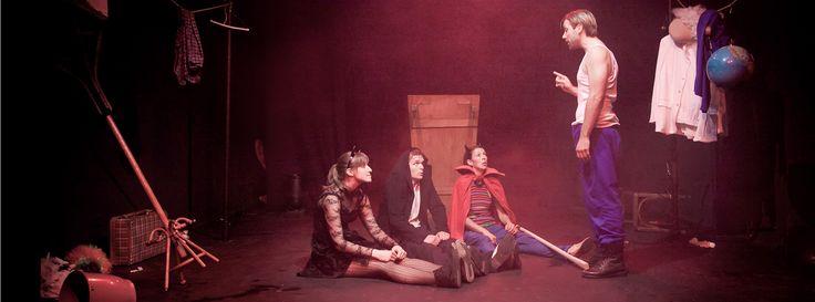 Realización de las fotografías de los espectáculos en el Antic Teatre en Barcelona durante la temporada 2012.