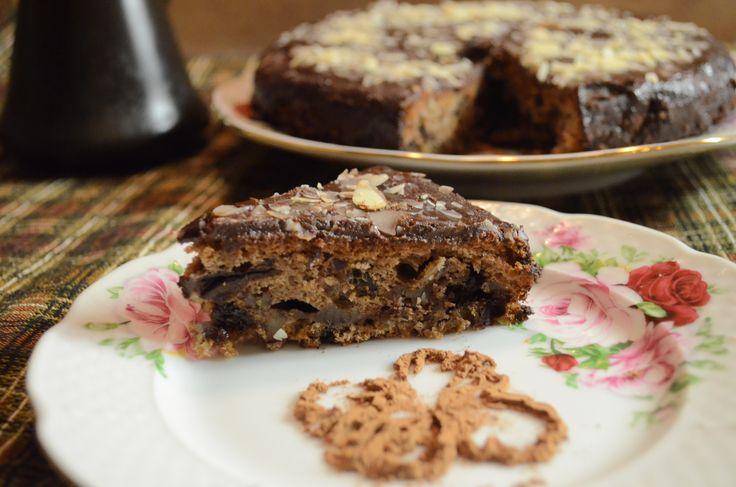 Шоколадный пирог с черносливом и грецкими орехами рецепт с фотографиями