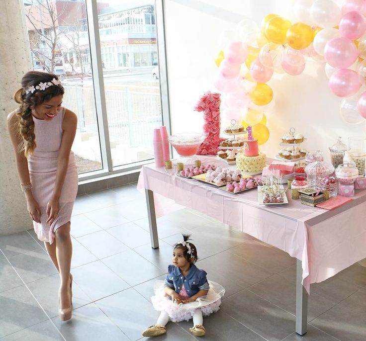 """Lils first birthday and """"cake smash"""" fail is on the blog today! Link in bio"""