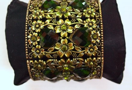 Open arm bracelet