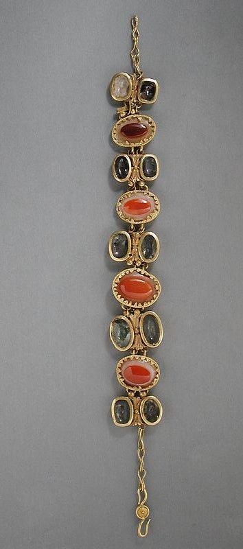 Eastern Mediterranean, Roman, circa 1st-2nd century A.D. bracelet Gold-mounted crystal and sardonyx