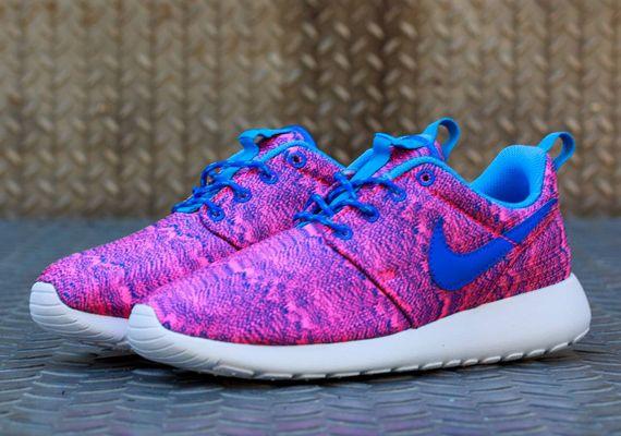 nike roshe run gs hyper pink hyper cobalt