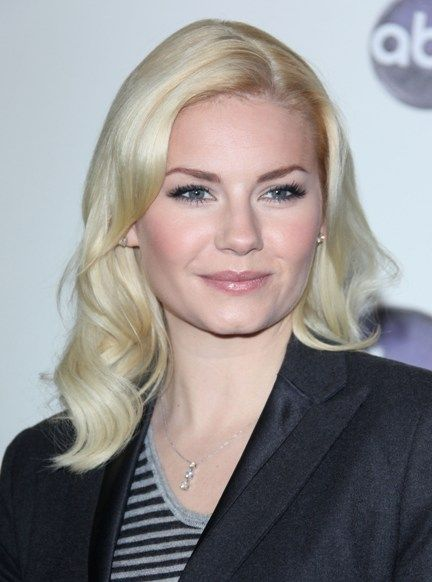Elisha Cuthberts gorgeous, blonde hairstyle