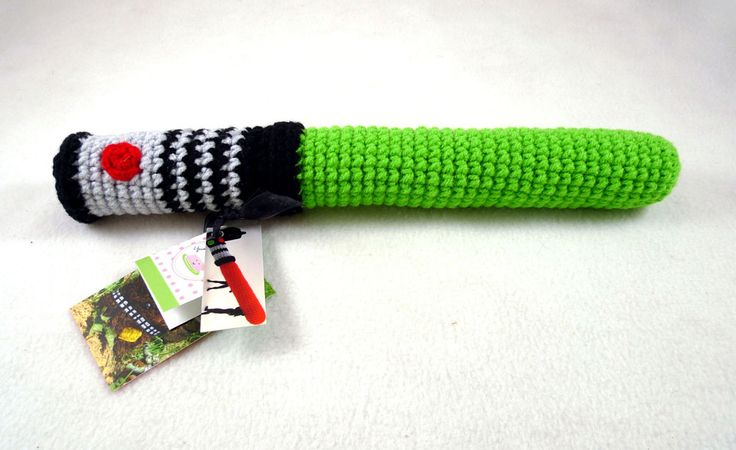This would be sweet if i could figure out how to make it... crochet lightsaber
