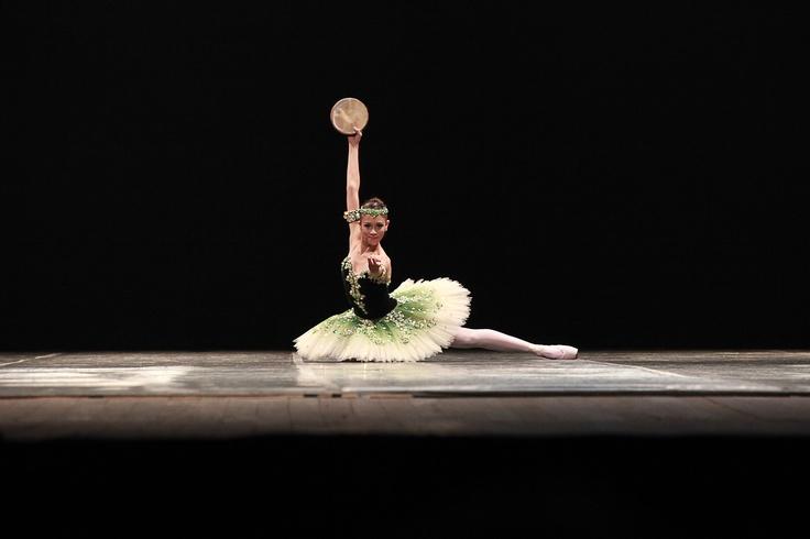 """Cia. de Dança Basileu França, de Goiânia, com a coreografia """"La Esmeralda"""". Crédito: Aurea Silva"""