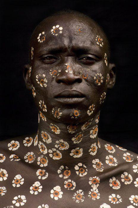 Africa, Omo Valley decoration © Benoît Feron