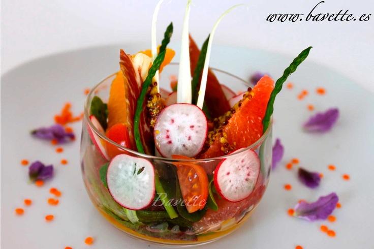 Ensalada de cítricos y jamón ibérico con vinagreta de mostaza antigua