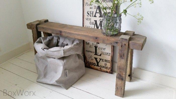 Leuk smal houten bankje voor in de hal of naast de bank hal pinterest foto 39 s for Schilderen voor gang d