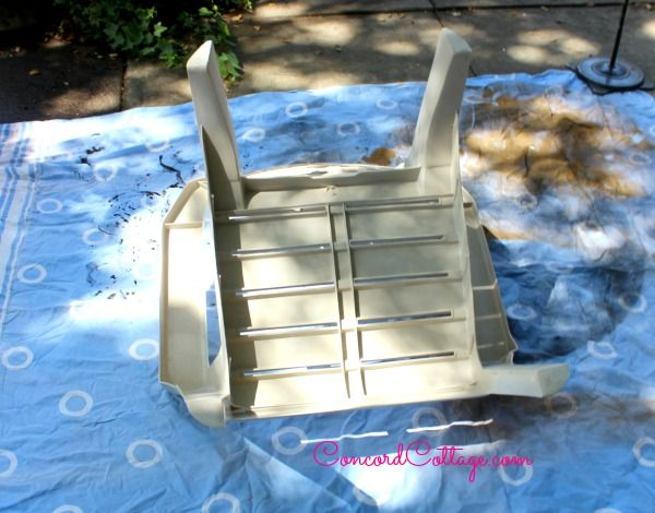 Paint Plastic Chairs, how to paint plastic, How to paint chairs, how to spray paint plastic, how to paint outdoor furniture