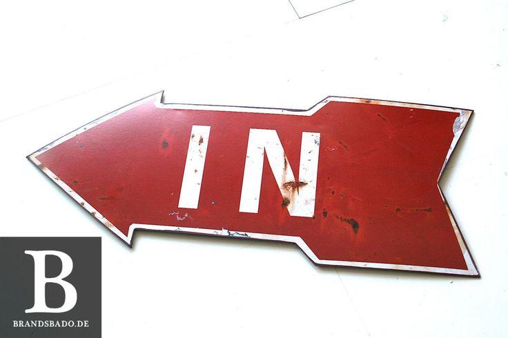 Cooles Schild IN Impressionen nostalgischem Shabby-Look rot Pfeil