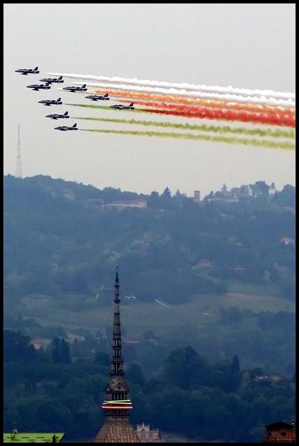 Le Frecce Tricolore su Torino, 6 maggio 2011