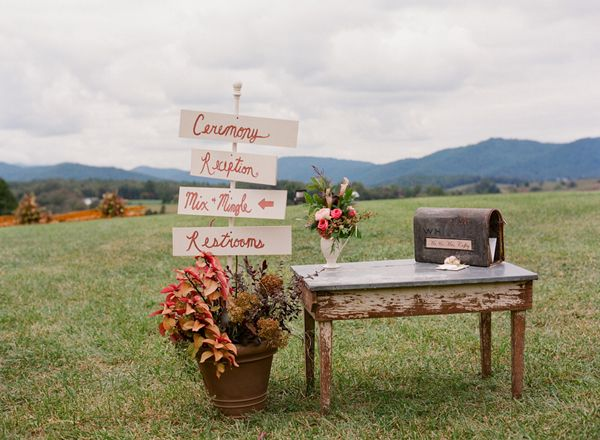 pretty signage | Jen Fariello #wedding: Southern Weddings Magazine, Pretty Signage, Breads Boxes, Bread Boxes, Jennings Fariello, Fun Things, Weddings Stuff, Southern Brides, Outdoor Weddings